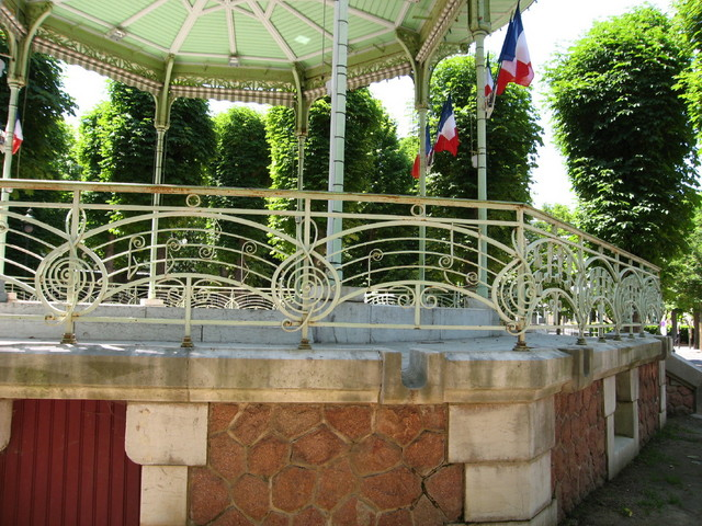 09_bandstand_railing.sized.jpg